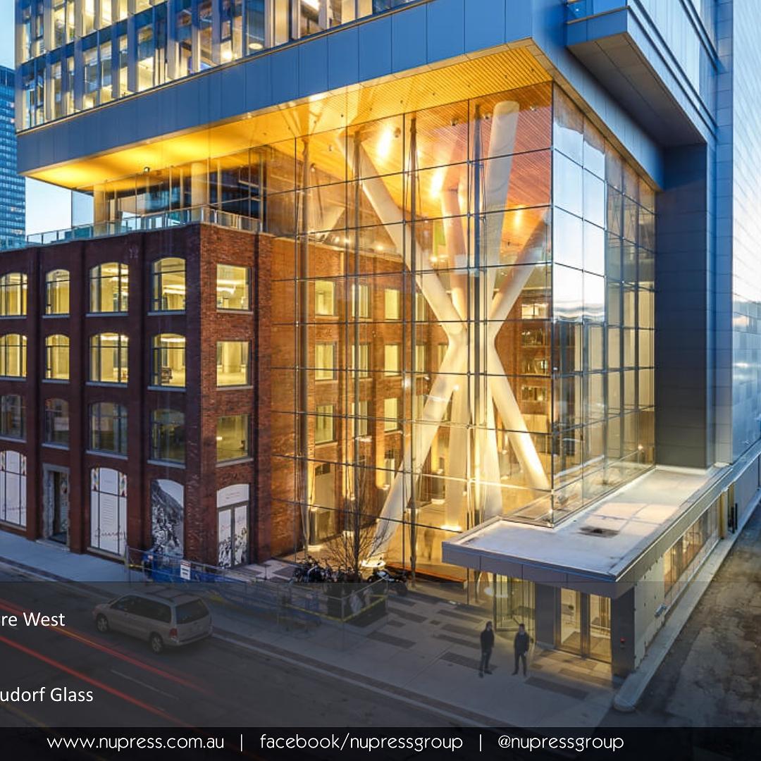 Queen Richmond Centre Toronto Ontario sweenyco glassarchitecture tensionstructure structuralglass fergusonneudorf
